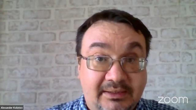 Александр Колотов из международной коалиции «Реки без границ» выступает на круглом столе «Общественный контроль в области охраны окружающей среды»